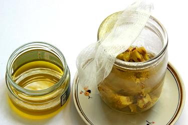 Масляные мази с адамовым яблоком