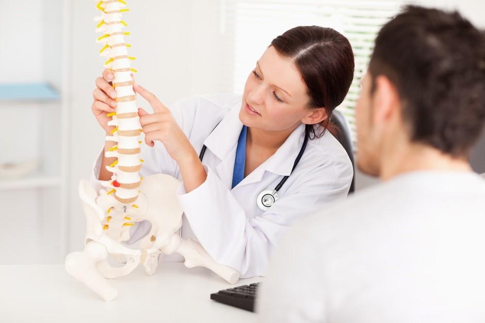 К какому врачу обратиться при протрузии