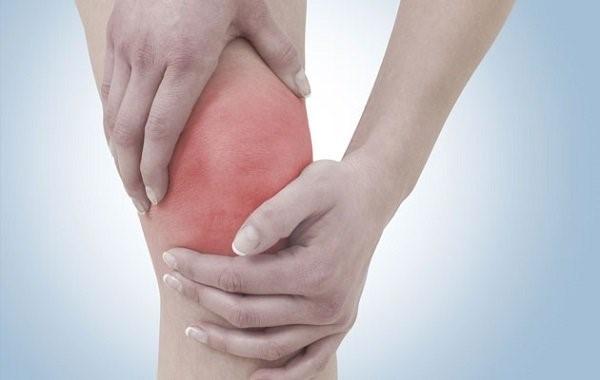 Основные симптомы тендинита коленного сустава — покраснение, боль и отек