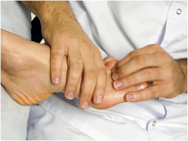 Травма — одна из причин боли в суставе большого пальца ноги