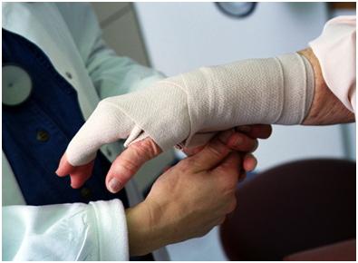 наложение крестообразной повязки на руку