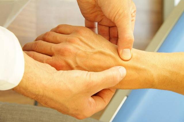 причины возникновения реактивного полиартрита