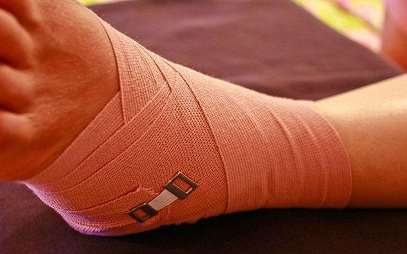 Восьмиобразная повязка на голеностопный сустав техника наложения