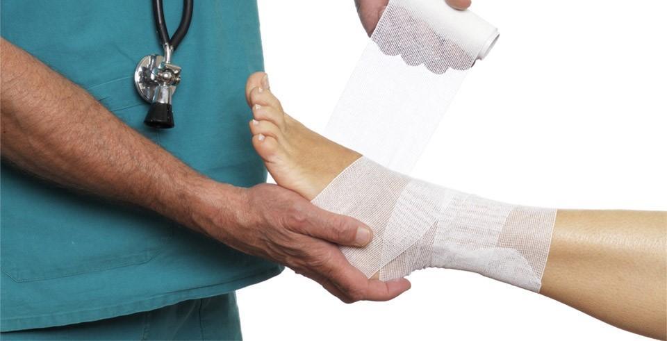 Бинтовая повязка голеностопного сустава видео щёлкают суставы коленях