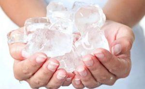 Использование льда для устранения отека