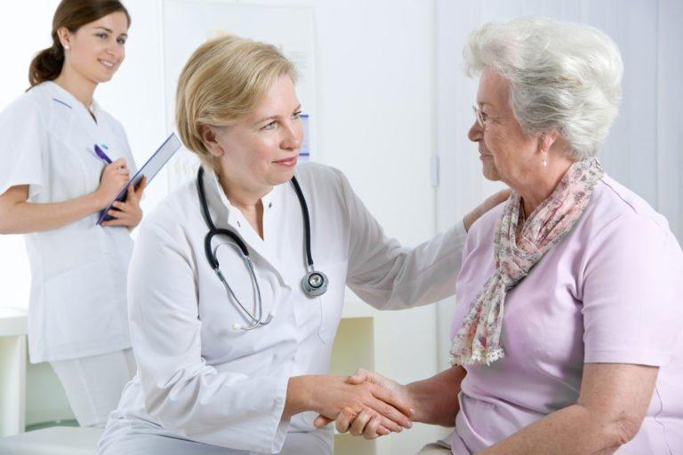 Осмотр пациента доктором