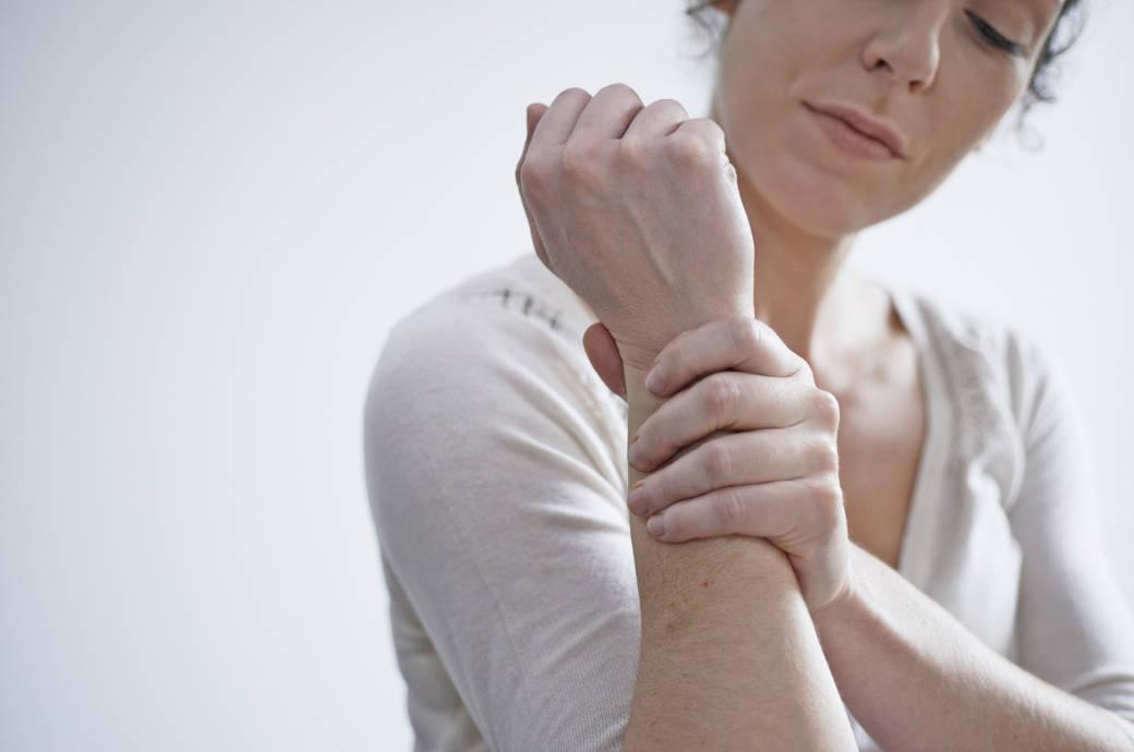 Костные эрозии при подагре встречаются у половины больных