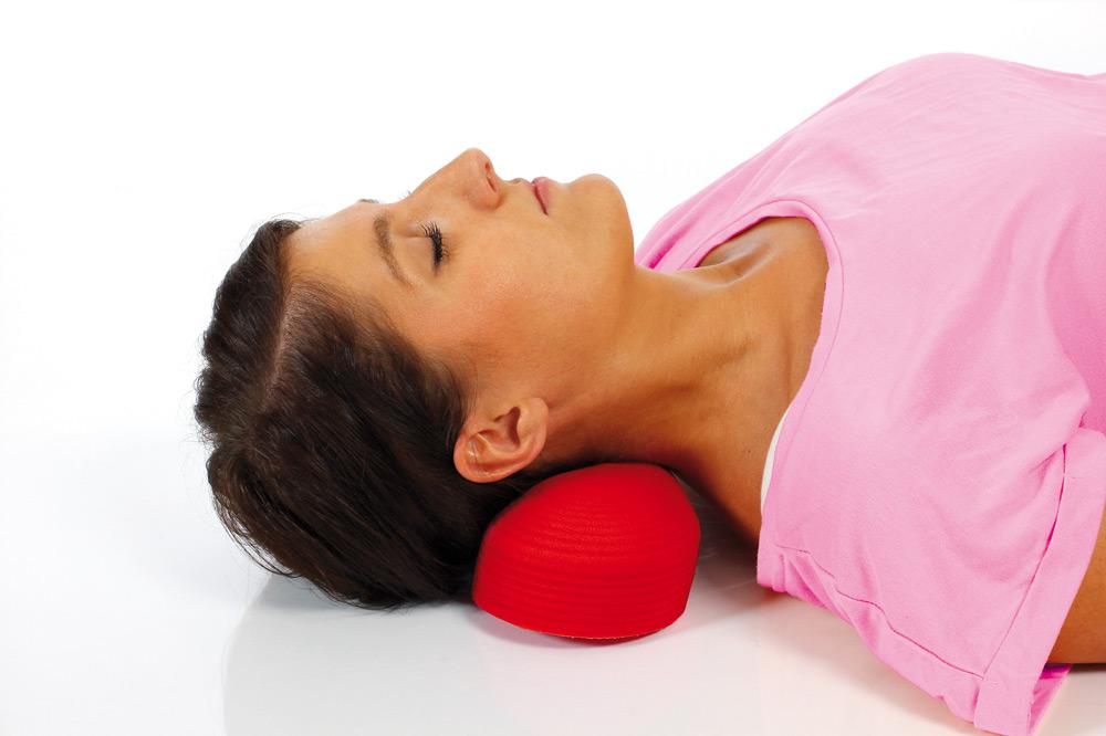 Упражнение для шеи с валиком